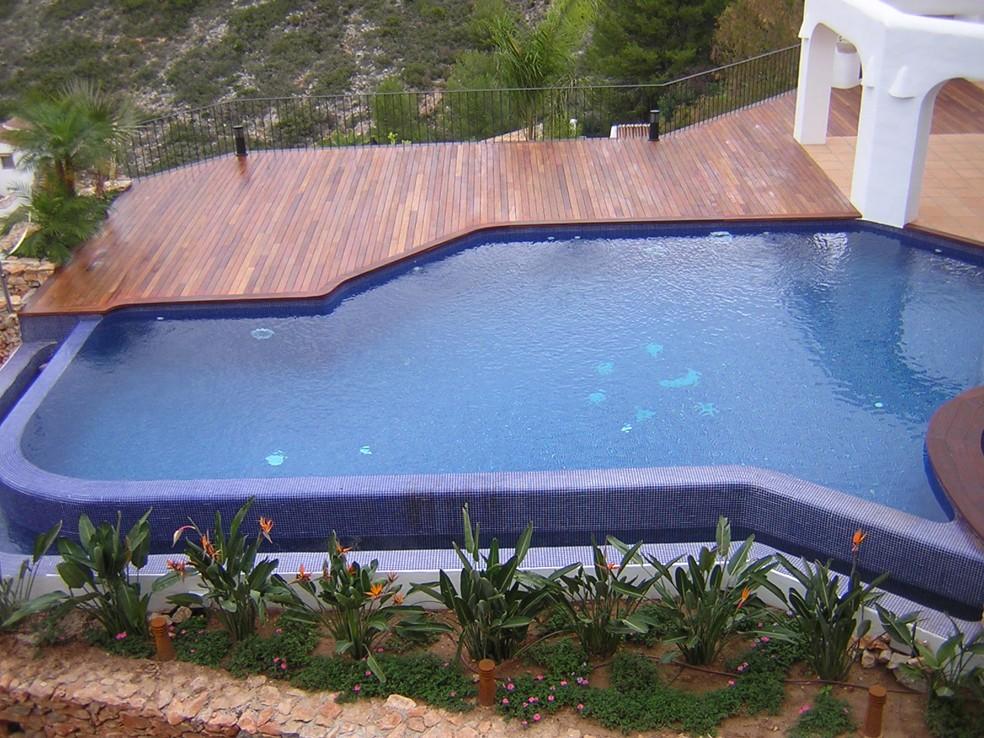 Piscinas infinity piscinas espectaculares piscinas - Materiales para piscinas ...