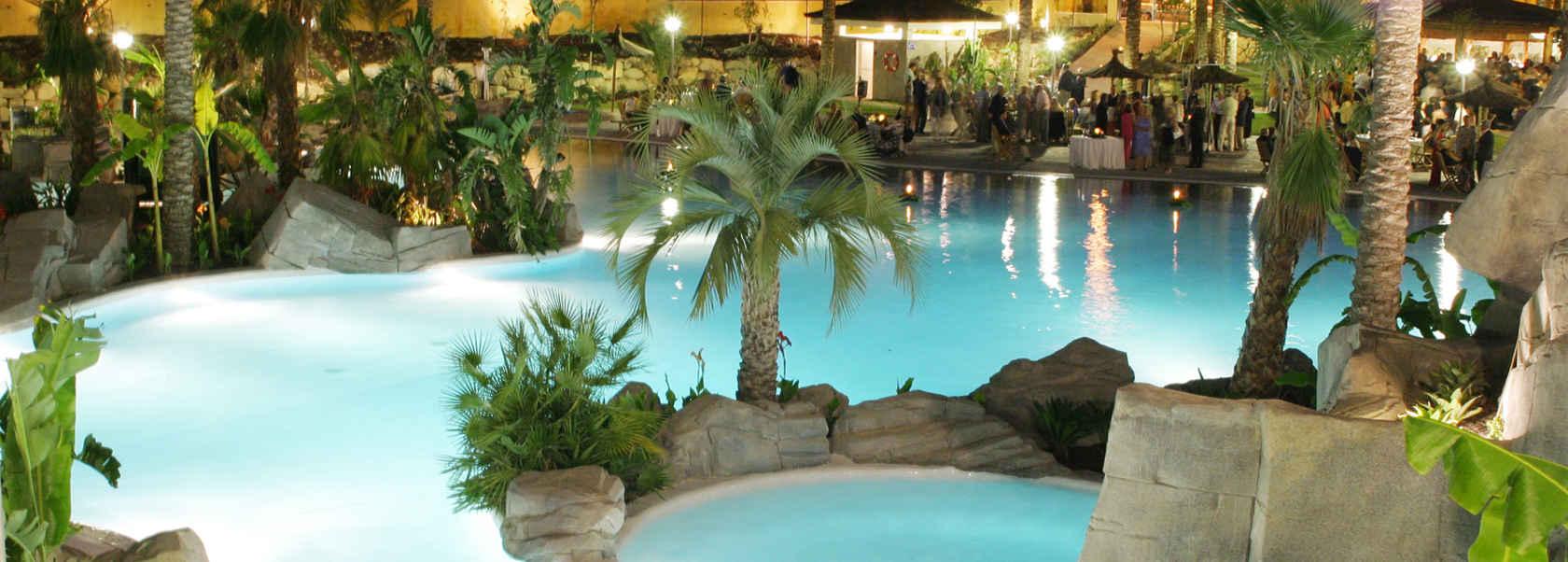 Piscinas pool jard n construcci n de piscinas en valencia for Piscina jardin valencia