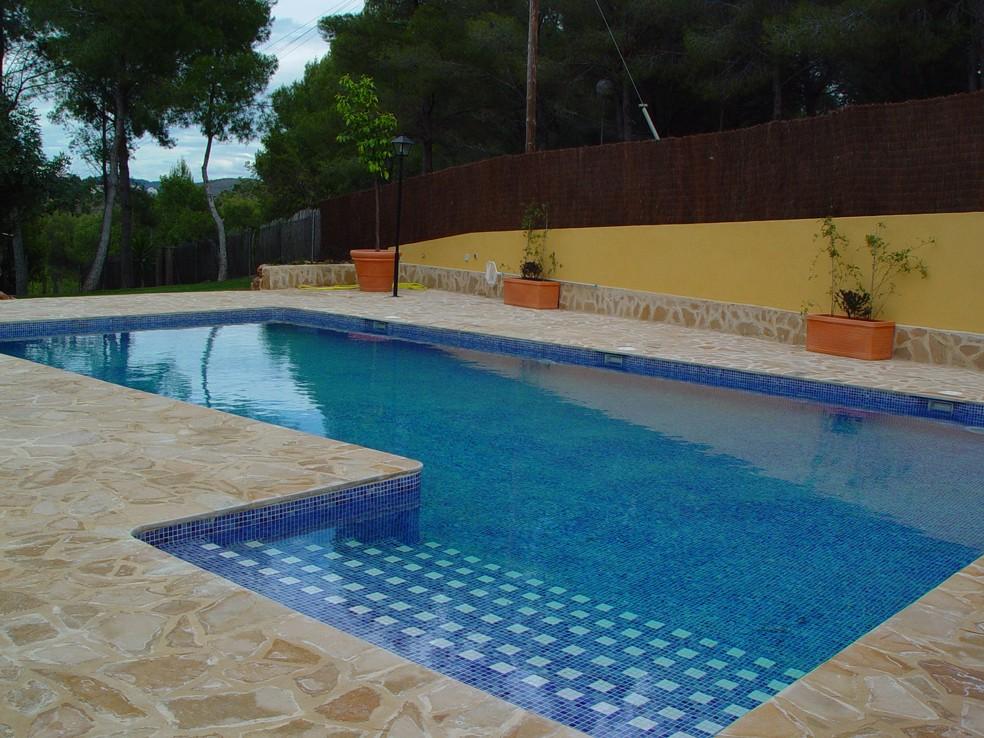 Coronas de piscinas coronaciones de terrazas piscinas - Piedra natural para piscinas ...