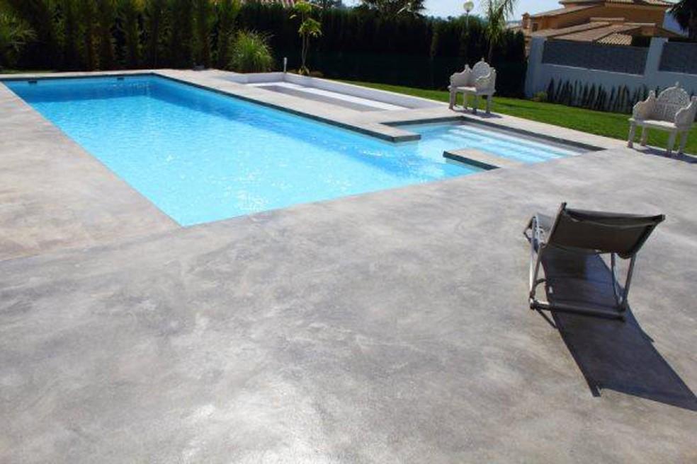 Coronas de piscinas coronaciones de terrazas piscinas pool jard n - Hormigon pulido exterior ...