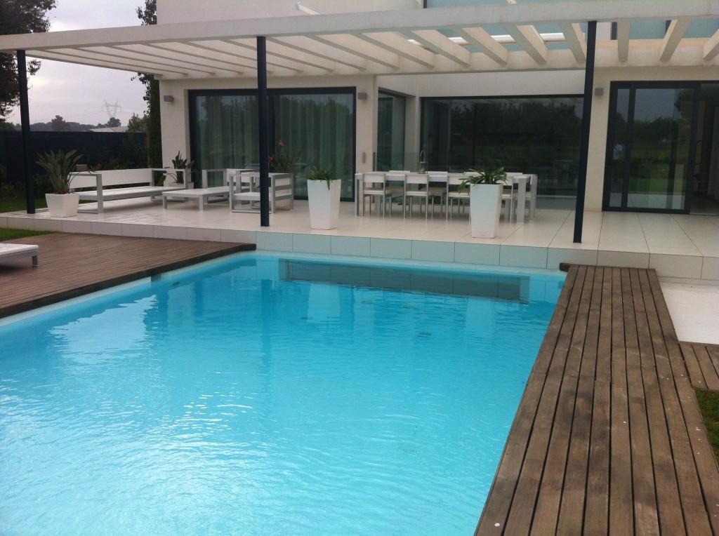 Piscinas pool jard n construcci n de piscinas en valencia for Paisajismo para piscinas